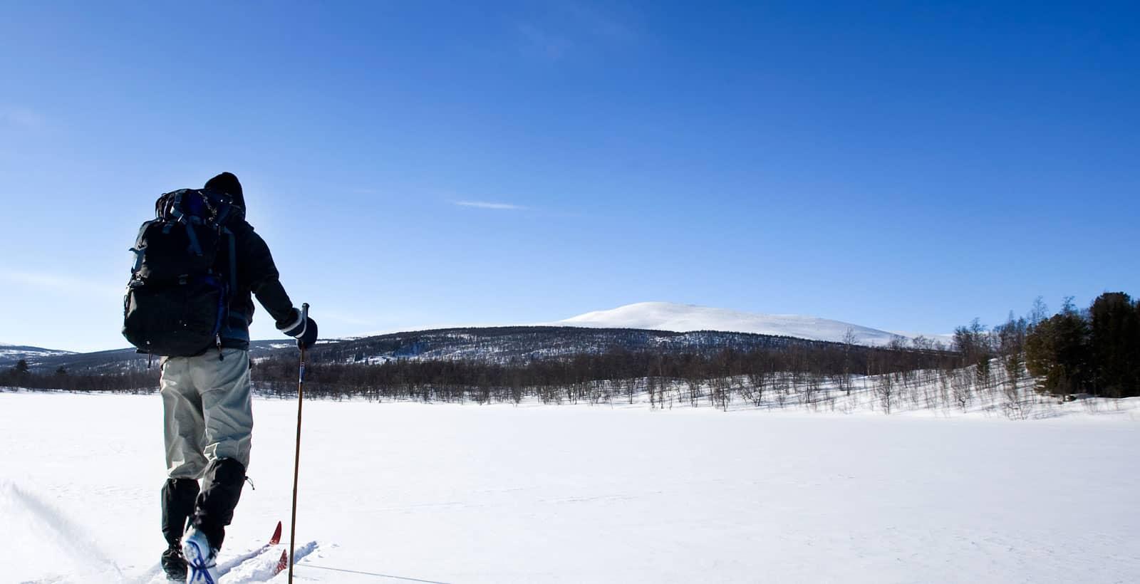 ski de fond sur un lac à Morin-Heights